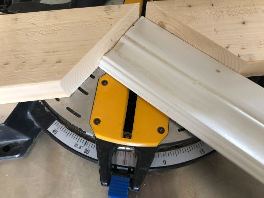 cutting 60 degrees on a miter saw