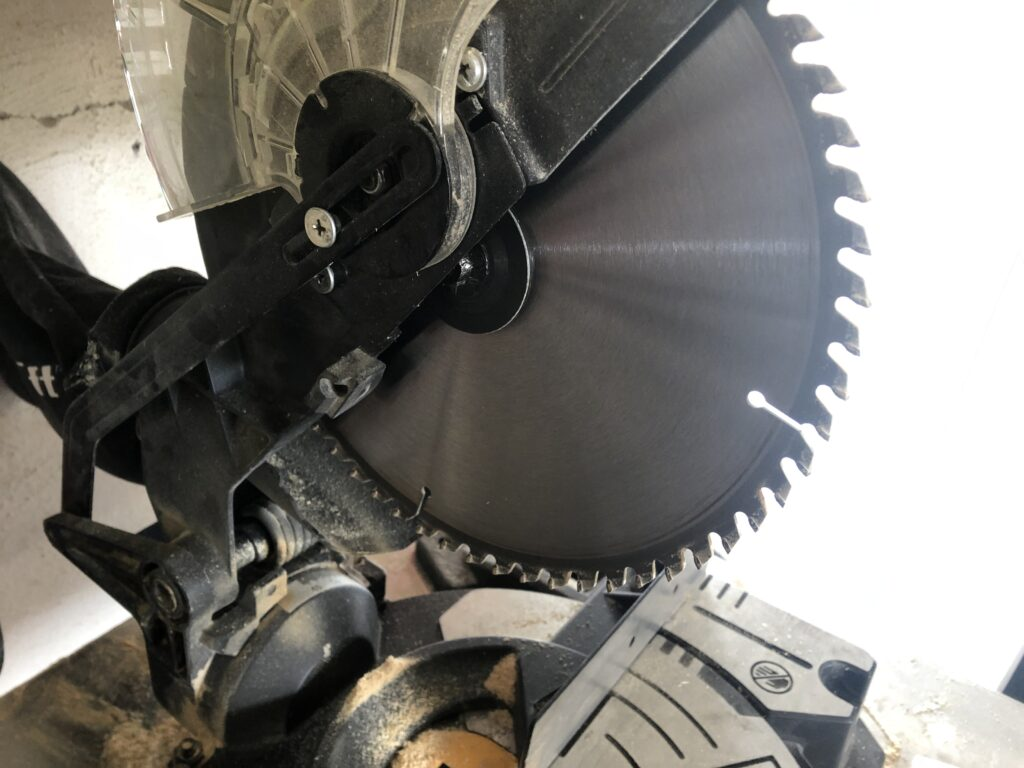 abor size on miter saw